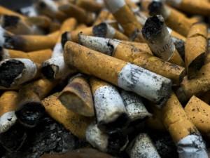 Milano, divieto di fumo alle fermate del bus? Più che per lo smog, è questione di educazione