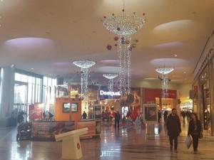 Carosello tutti i negozi del centro commerciale di milano for Negozi arredamento milano centro