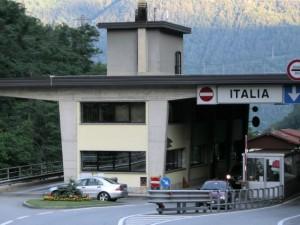 """""""Stop ai ladri che arrivano dall'Italia"""": la Svizzera chiude i confini con la Lombardia"""