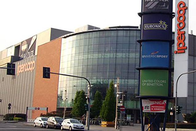Tutti i negozi del centro commerciale sarca di milano for Centro commerciale campania negozi arredamento