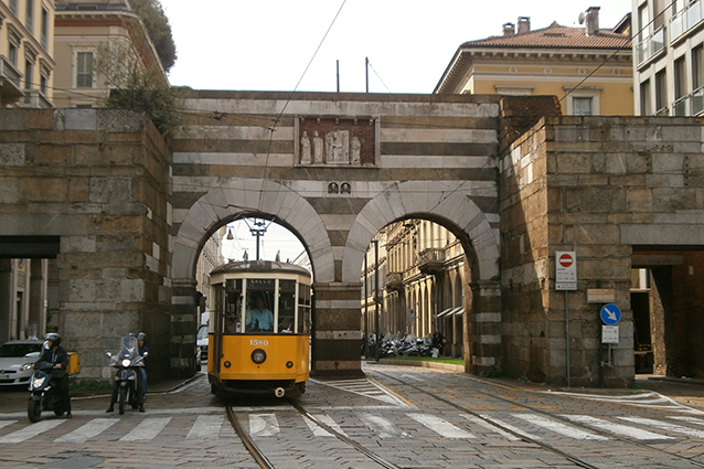https://static.fanpage.it/wp-content/uploads/sites/3/2016/10/porta-nuova-milano.jpg