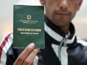Vendevano documenti e permessi di soggiorno falsi: arrestati a ...