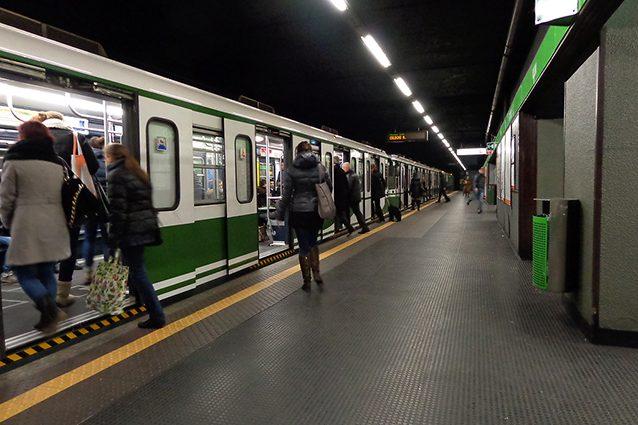 Stazione della linea Verde della Metropolitana di Milano (Wikipedia).