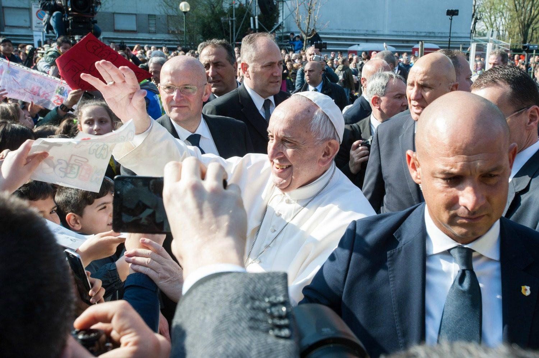 Il comico giacomo a papa francesco hai trasformato un - Papa francesco divano ...