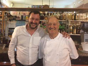 """Ladro ucciso nel Lodigiano, Salvini cena dal ristoratore che ha sparato: """"Non merita un processo"""""""
