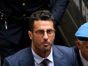"""Fabrizio Corona: condannato a un anno. L'ex paparazzo esulta in aula: """"Giustizia è fatta"""""""