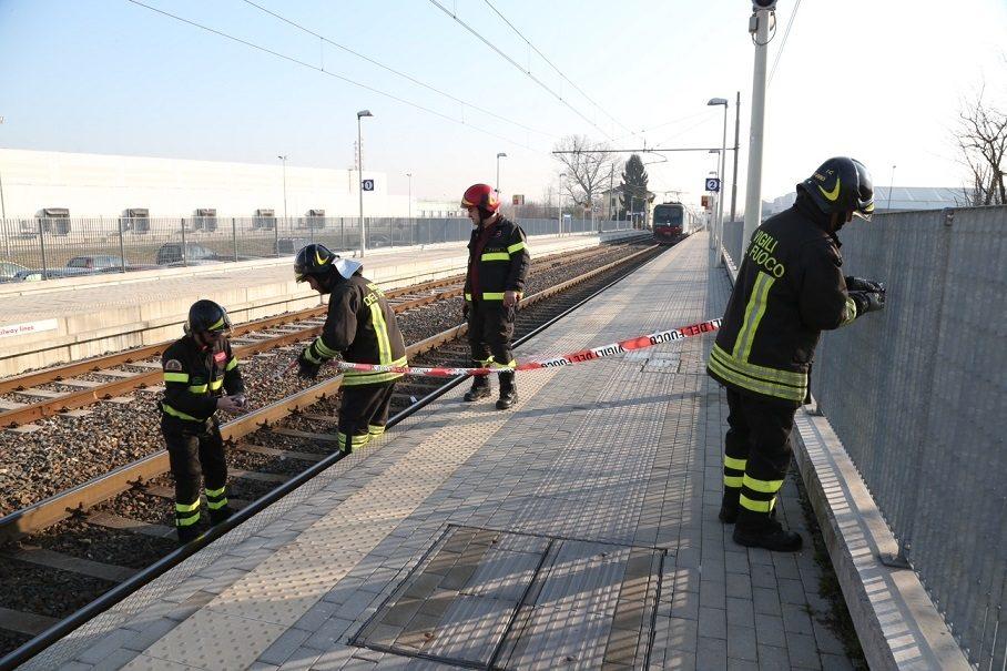 Parona 16enne schiacciata sui binari mentre scende dal - Treni vigevano milano porta genova ...