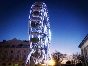 Lecco: una ruota panoramica alta 30 metri per ammirare la città, il lago e i monti