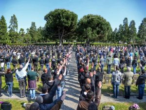 La cerimonia al Campo X del Cimitero Maggiore (dalla pagina Facebook di CasaPound)