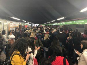Ressa a una banchina della metro M2 a Milano (Foto da Twitter @CasoliF)