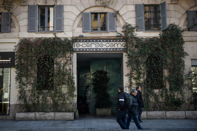 venduto il palazzo che ospita 10 corso como a milano vale oltre 20 milioni di euro. Black Bedroom Furniture Sets. Home Design Ideas
