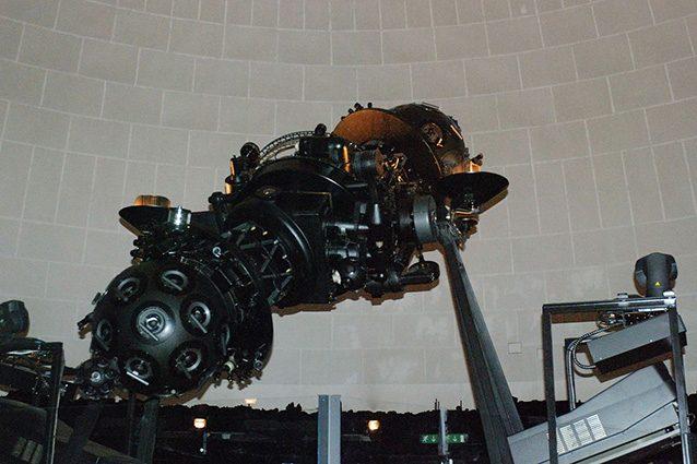 Proiettore del Planetario di Milano (Wikipedia).