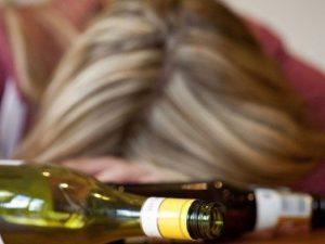 Cremona, 14enne finisce in coma etilico a una festa: rischia lesioni al fegato