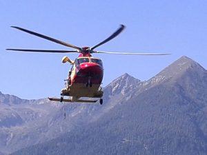 Tragedia in alta montagna, escursionista 70enne precipita in un canalone e muore