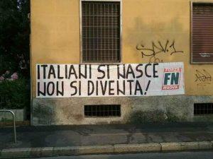 Ius soli, a Milano striscione di protesta di Forza Nuova davanti alle sedi di Anpi e Pd