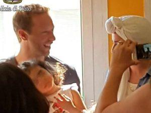 Coldplay a Milano, Chris Martin suona per i piccoli pazienti della clinica De Marchi