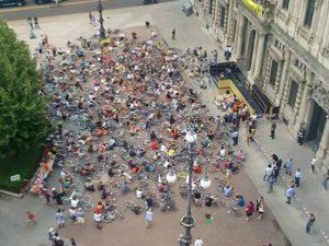 Il flash mob dei ciclisti (Foto di Diego Giancaspro sul gruppo Facebook Critical mass – Milano)