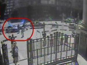 Poliziotto accoltellato alla Stazione Centrale di Milano: il video dell'aggressione