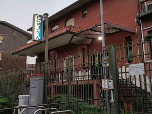 """Si lancia in auto contro il commissariato di Cinisello Balsamo: """"Volevo entrare nella storia"""""""