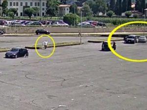 Bergamo, sparatoria in piazza tra bande rom: una scena che sembra un film d'azione