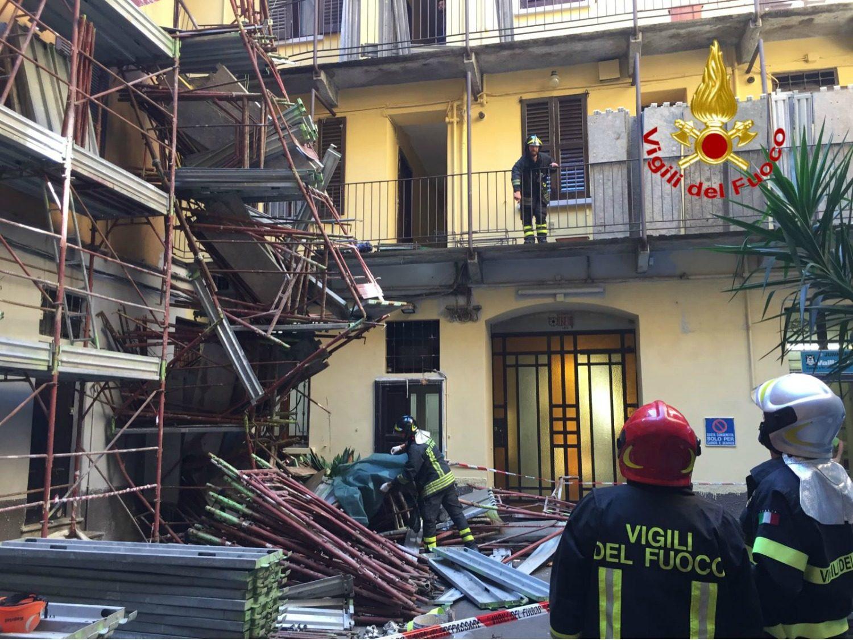 Crolla un ponteggio in via mangone operaio edile muore a for La casa rosa milano