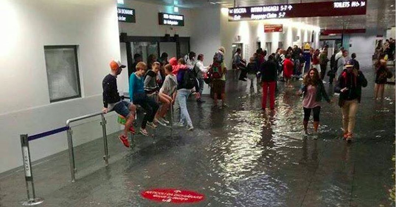 Aeroporto Alle Porte Di Milano : Maltempo allagato l aeroporto di orio al serio disagi e