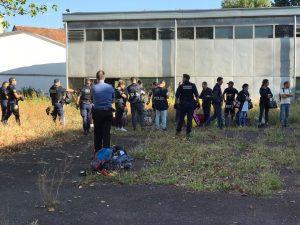 Sgomberata l'ex scuola Colombo in via Pizzigoni, a Milano: era occupata da un centinaio di persone