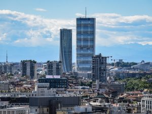 Una vista panoramica dello skyline di Citylife, a Milano: a sinistra la Torre Hadid (Generali) e a destra la Torre Isozaki (Allianz) (foto Claudio Furlan/LaPresse)
