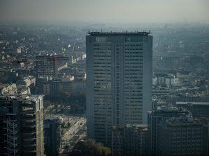 Milano soffoca per lo smog: martedì 21 blocco delle auto più inquinanti