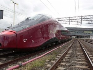 Investito sui binari da un treno Alta Velocità: 37enne muore sul colpo