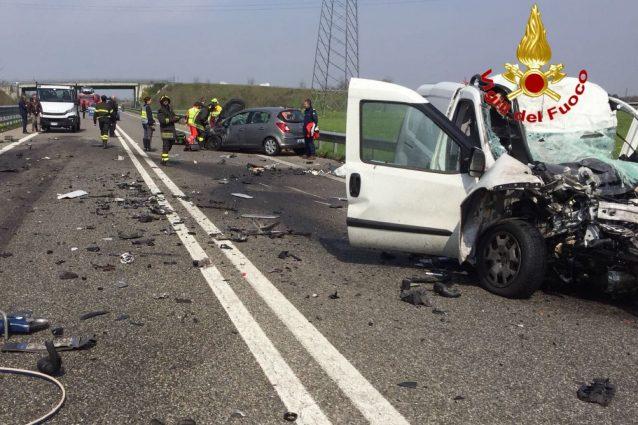 Schianto frontale sulla superstrada per Malpensa: un morto e un ferito gravissimo