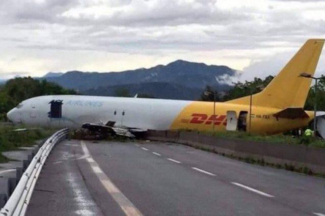L'aereo cargo finito fuori pista a Orio al Serio