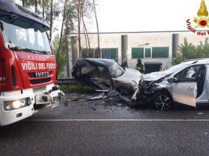 Incidente mortale, scontro frontale a Gavirate – Foto Vigili del fuoco