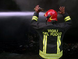 Operaio di 18 anni sbatte la testa e muore nel centro commerciale Portello a Milano