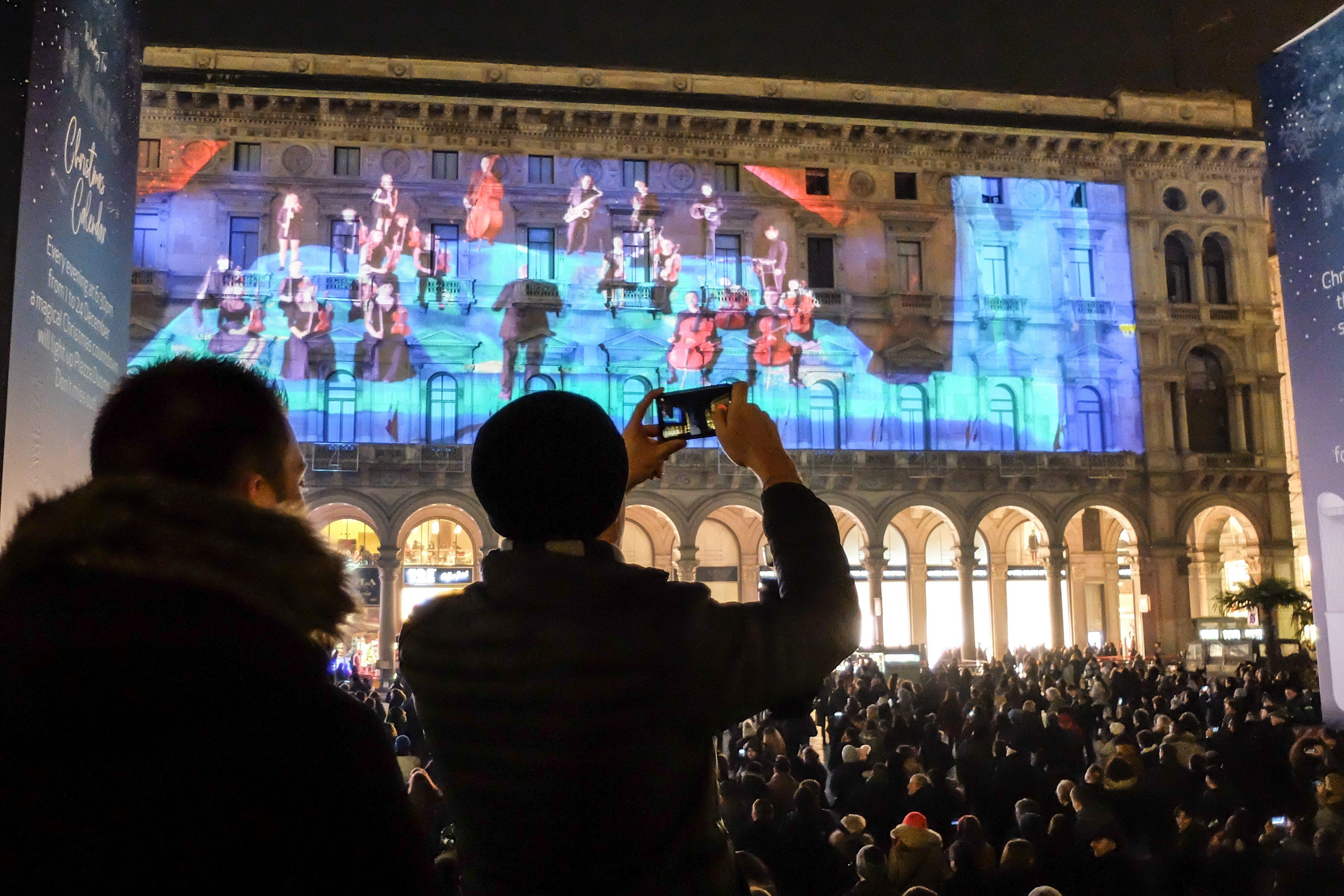 Piazza Del Calendario 3 Milano.Milano Conto Alla Rovescia Per Natale Lo Spettacolare