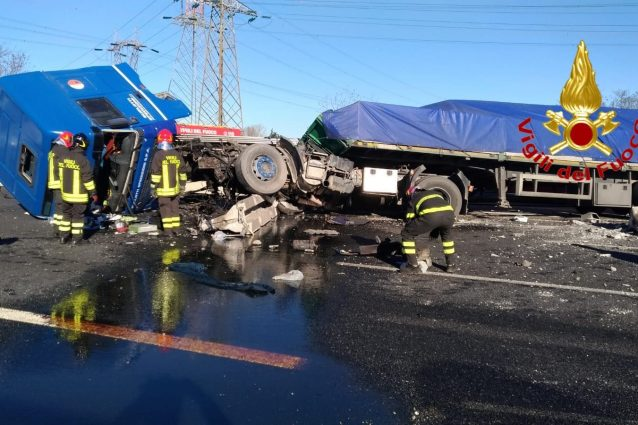 Incidente sull'A4 all'altezza di Cormano tra 3 camion: chius
