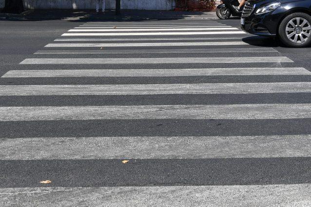 Brescia, investito mentre attraversava sulle strisce pedonal