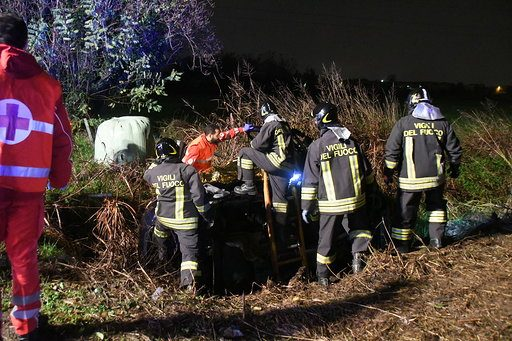 Carugate, drammatico incidente nella notte: auto finisce in un fossato. Grave ragazzo di 23 anni - Milano Fanpage.it