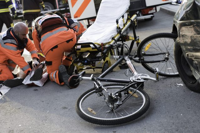 Incidente stradale a Gorgonzola, ciclista di 34 anni investi