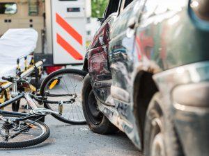 Incidente stradale a Brescia: auto travolge e uccide due cic