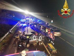 Incidente a San Giuliano Milanese, scontro fra quattro auto: