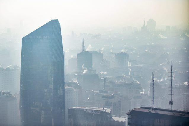 Milano, smog sopra la soglia di guardia da cinque giorni: sc