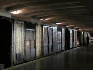 Il binario 21 alla stazione Centrale di Milano: da lì partiv