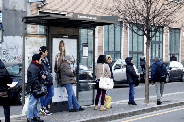 """Milano, Sala: """"Entro il 2030 stop al fumo all'aperto"""": si in"""