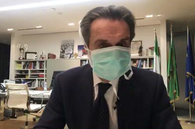 "Coronavirus, Ricciardi contro Fontana: ""La mascherina è tota"