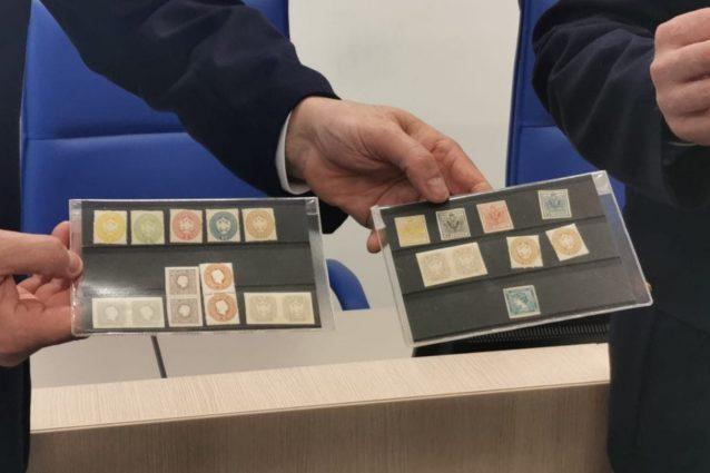 Milano, ritrovati 24 francobolli della collezione Lombardo V