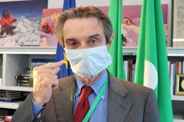 Fontana annuncia l'idoneità delle mascherine prodotte in Lom