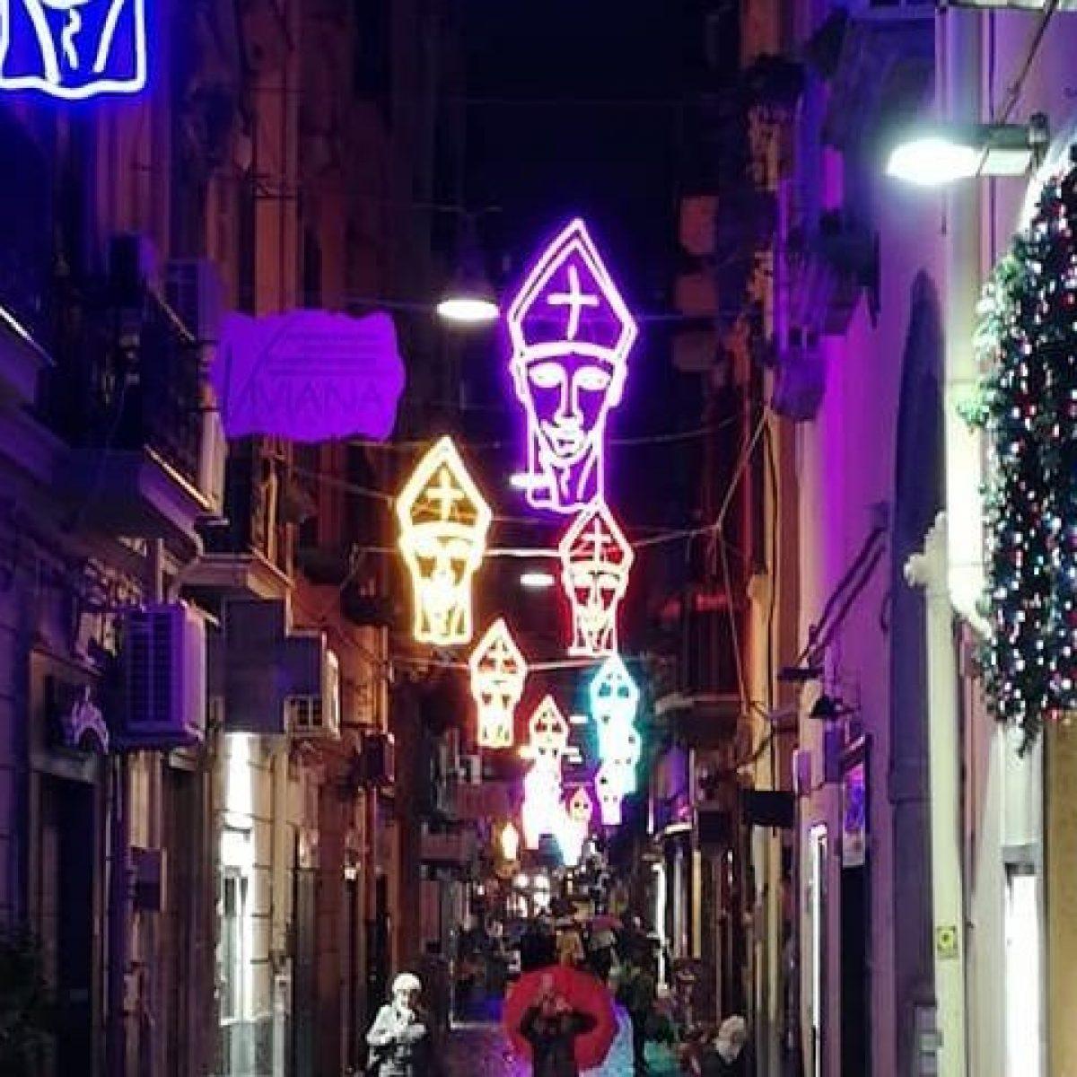Decorazioni Natalizie Napoli.Natale 2020 A Napoli 1 5 Milioni Di Euro Per Le Luminarie In Tutta La Citta