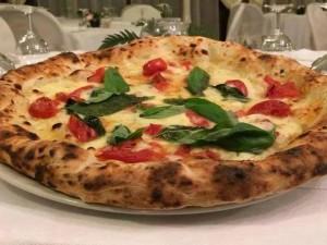 La pizza di Sorbillo celebrata dal New York Times anche a Milano