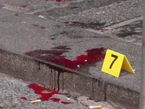 Napoli, colpi di pistola in via Tribunali: bossoli e tracce